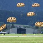 Luftlandung per Rundkappen-Fallschirme