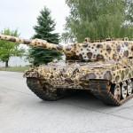 """Kampfpanzer Leopard 2 A4 im Sonderanstrich """"Leopardine"""""""