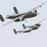 North American B-25J Mitchell und Lockheed P-38L Lightning