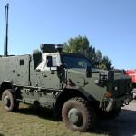 AC-Aufklärungsfahrzeug ATF AC in der Kommandoversion mit Wettermast