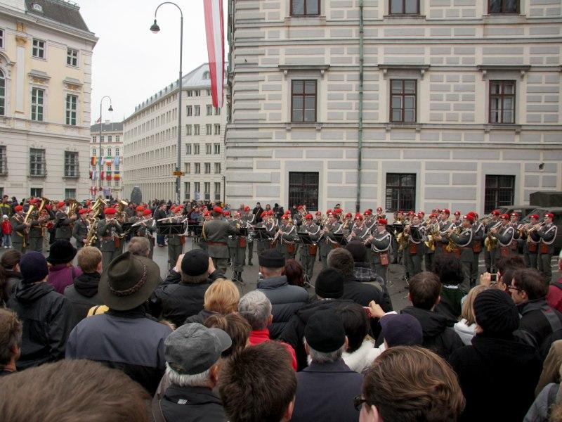 Platzkonzert der Gardemusik am Ballhausplatz