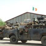 Spezialeinsatzkräfte des irischen Army Ranger Wing mit ihren Ford F-350 SRV Einsatzfahrzeugen in Abéché