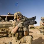 Spezialeinsatzkräfte des Jagdkommandos mit StG-77 A2 Kommando - rechts mit 40mm Anbau-Granatwerfer AG-C von Heckler & Koch, links mit Schalldämpfer