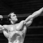1966: Der Grundwehrdiener Arnold Schwarzenegger in Bodybuilder-Pose
