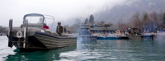 Kampfpanzer Leopard 2A4 auf der 60 Tonnen Fähre