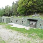 Die Schaubefestigungsanlage ist nicht original, aber ein absoluter Höhepunkt. In diesem 2008 errichteten Bauwerk wurden alle Schartenwaffen eingebaut, die beim Bundesheer in Verwendung waren © Doppeladler.com