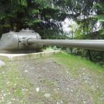 Vormals ortsfest eingebauter Panzerturm des sowjetischen Kampfpanzers T-34 mit 8,5 cm Kanone - Bezeichnung Panzerabwehrkanone 44 © Doppeladler.com