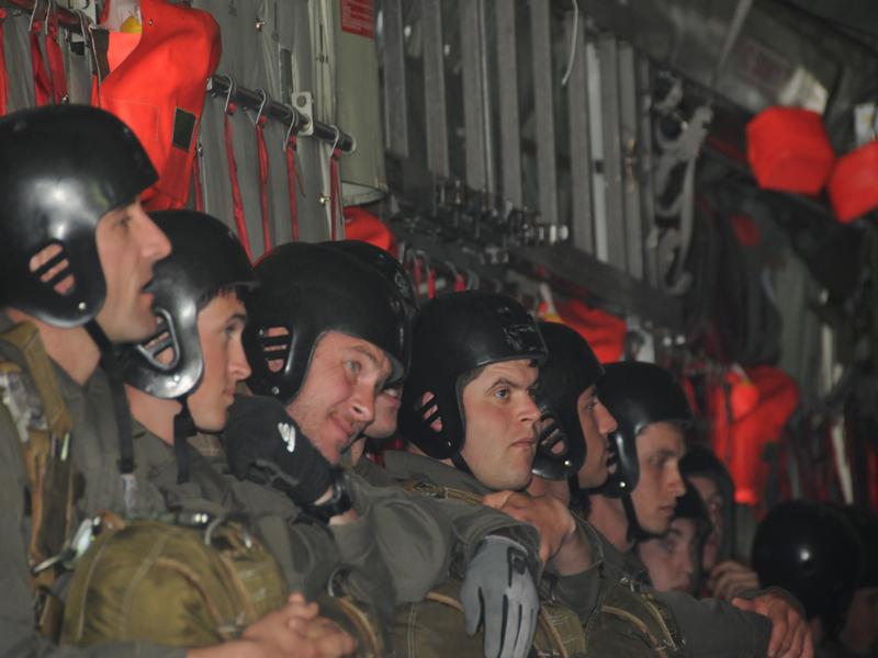Die Springer im Frachtraum der C-130 Hercules © Strobl