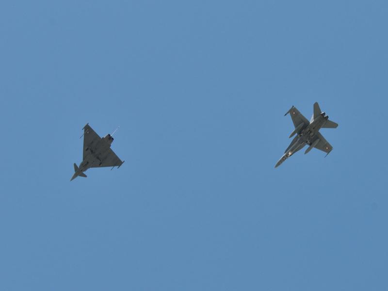 Die Typhoons haben eine F-18 Hornet der schweizer Luftwaffe abgefangen © Strobl