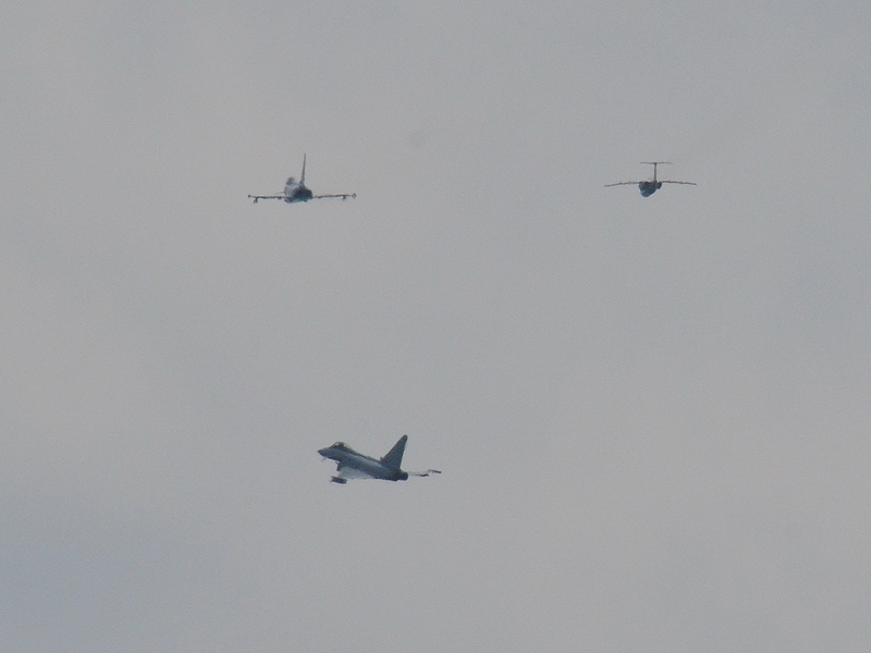 Eindringlinge - hier dargestellt von einer Saab 105 Oe - werden über der Evakuierungszone abgefangen © Strobl