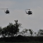 Der große Teil der Truppe landet nach Sicherung der Landezone mit Transporthubschraubern an © Strobl