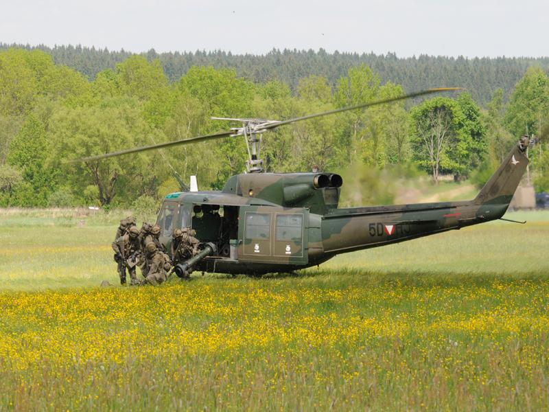 Die Evakuierungszone soll auch mit Panzerabwehrlenkwaffen gesichert werden. Hier landet ein PAL Trupp mit der PAL-2000 Bill © Strobl