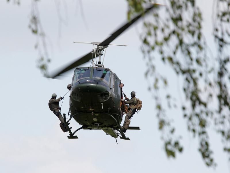 Abschluss vom letzten Übungstag - ein Soldat der Evakuierungstruppe wurde als Geisel genommen. Das Jagdkommando wird zur Befreiung angefordert © Simader