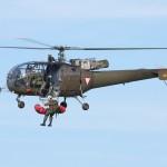 035 - In dieser Stellung kann der Verletzte ins Tal geflogen werden.