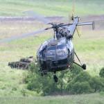 Die Alouette III beim Abtransport des Schwerverletzten. Dahinter sichert ein Schützenpanzer Ulan © Doppeladler.com