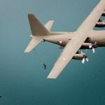 Absprung der Spezialeinsatzkräfte. Gut zu erkennen, dass bei der Hercules der makante Luftbetankungsstutzen entfernt wurde. © Gorub / BMLVS