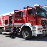 060 - Flughafen-Tanklöschfahrzeug FLF 5000 mit 5000 Liter Wasser und 1000 Liter Schaumkonzentrat. Basis ist ein ÖAF 26.604.