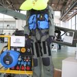 026 - Ursuit Isolationsanzug für Hubschrauberbesatzungen, die in extrem kalten Gegenden operieren müssen. Etwa die Kiowa-Besatzungen bei der Übung Cold Response in Norwegen.