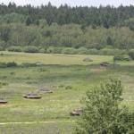 Die beiden Panzerzüge zu je vier Kampfpanzern geben sich beim Angriff gegenseitig Deckung © Doppeladler.com