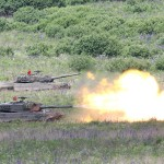Die Kampfpanzer Leopard 2A4 eröffnen das Feuer © Doppeladler.com