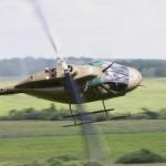 Die Kampfpanzer werden von zwei bewaffneten Bell OH-58B Kiowa unterstützt © Doppeladler.com