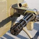 """023 - Der Kiowa kann für den """"Kriegspfad"""" mit dem 6-läufigen 7,62mm M-134 Gatling Maschinengewehr bewaffnet werden. Feuerrate: 2.000 oder 4.000 Schuss/min."""