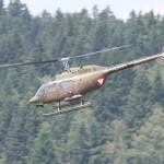Die Bell OH-58B Kiowa sind mit 6-läufigen 7,62mm M-134 Gatling Maschinengewehren bewaffnet. Feuerrate: 2.000 oder 4.000 Schuss/min. Im scharfen Schuss ist der einzelne Schuss nicht mehr zu hören © Doppeladler.com