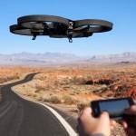 Zur Illustration, wie stark die Durchdringung von kleinen Drohnen bereits ist: Die Parrot AR.Drone 2.0 wird mittels Smartphone gesteuert und verfügt über eine Farbkamera mit 720p, die ihre Bilder in Echtzeit an das Smartphone übermittelt. Reichweite: 50 Meter. Kostenpunkt: 300 Euro © Parrot