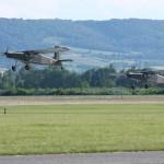 006 - Pilatus PC-6 Turbo Porter 3G-EG und 3G-ED beim Start. Die Porter-Flotte schrumpft von 13 auf 8 Maschinen.
