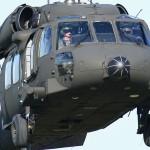 051 - Close-Up des Sikorsky S-70A-42 Black Hawk. Gut zu erkennen ist das Wetterradar, dass den Black Hawk gemeinsam mit der Enteisungsanlage zum Alpen Hawk macht.