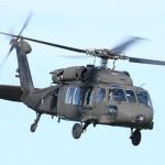 045 - Der gleiche Sikorsky S-70A-42 Black Hawk mit der Kennung 6M-BE zeigte nach dem Löscheinsatz auch in einer dynamischen Vorführung, was in ihm steckt.