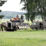 Die Panzergrenadiere machen ihre Schützenpanzer Ulan bereit © Doppeladler.com
