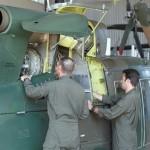 In der staubigen Umgebung ist eine gewissenhafte Wartung der AB-212 besonders wichtig. Die österreichischen Hubschrauber sind robust, haben aber keine zusätzlichen Sandfilter eingebaut © Hot Blade