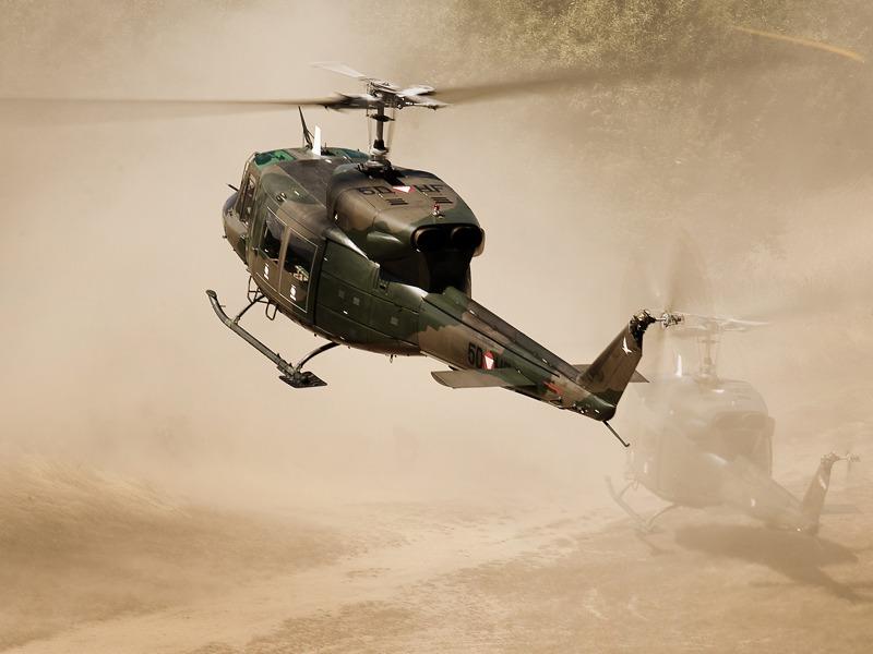 Agusta Bell AB-212 bei Außenlandungen im staubigen Terrain - durch den Brown-Out Effekt kann die Sicht gegen Null gehen © Gorub