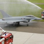 Traditioneller Weise wird 7L-WA von der Flughafenfeuerwehr begrüßt © Bundesheer