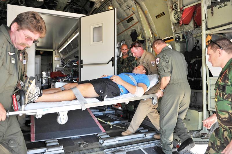 Unfreiwillige Übungseinlage: aufgrund eines medizinischen Problems musste ein Österreicher mit der C-130 und dem MEDEVAC Modul heimgeflogen werden © Gorub