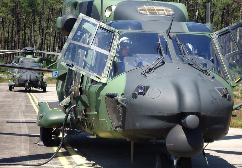 Zwei finnische NHIndustries NH90 TTH bereiten sich auf die nächste Mission vor © Hot Blade