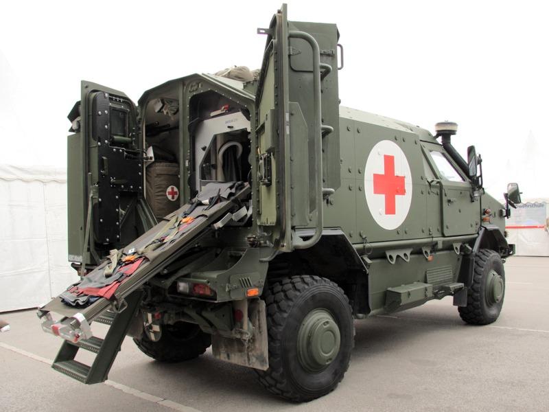 Das Dingo II Notfallfahrzeug ist in diesem Fall mit dem Modul zur Versorgung kontaminierter Patienten ausgestattet © Doppeladler.com