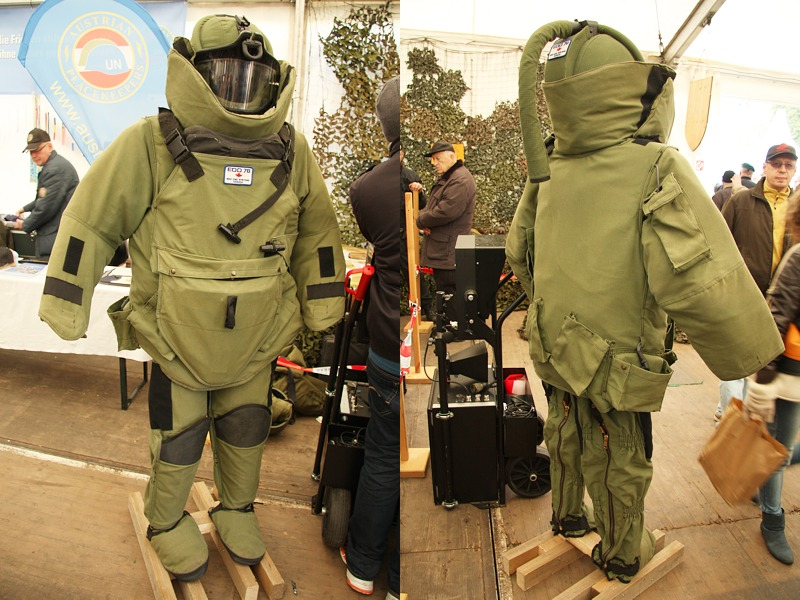 Schutzanzug für die Sprengstoff-Experten des Bundesheeres © Doppeladler.com