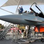 Jeder möchte einen Blick in das Eurofighter-Cockpit werfen © Doppeladler.com