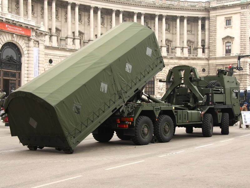 Der MAN 38.440 8x8 ÖBH ist wichtiger Teil der Ausrüstung des österreichischen Beitrags zur EU Battlegroup 2012-2 © Doppeladler.com