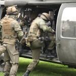 Soldaten des Jägerbataillons 25, Österreichs einzigen Luftlandeverband, besteigen ihren Black Hawk © Doppeladler.com