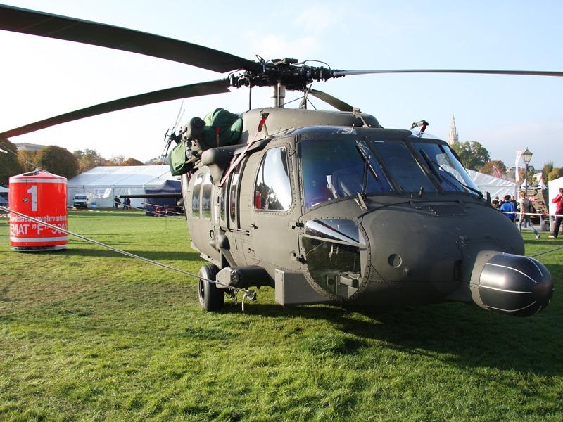 Sikorsky S-70A-42 Black Hawk mit 3.000 Liter Löschwasserbehälter © Doppeladler.com