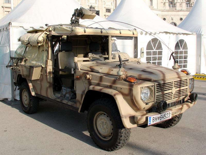 """Für das Jagdkommando im Tschad-Einsatz wurde das Einsatzfahrzeug Puch G SOF """"Sandviper"""" entwickelt © Doppeladler.com"""