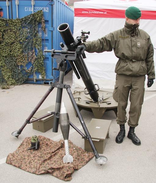Schwerer Granatwerfer sGrW 86 im Kaliber 120 mm. Reichweite: über 7,5 km © Doppeladler.com
