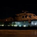 Sikorsky S-70A-42 Black Hawk bei einer nächtlichen Operation im bebauten Gebiet © FLVFOT