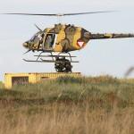 Bell OH-58B Kiowa beim Tageslicht-Training mit Spezialeinsatzkräften © MzHSSt