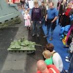 Aufgrund der Größe und der realistischen Soundeffekte ist der T-34 bei seinen Ausfahrten ein echter Publikumsmagnet © Doppeladler.com