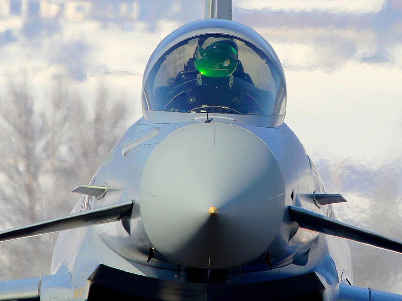 Eurofighter Typhoon 7L-WB zeigt sein Head Up Display © Werner P