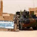 VAB 4x4 bewacht eines der verbliebenen Kulturdenkmäler in Timbuktu © B. Tessier